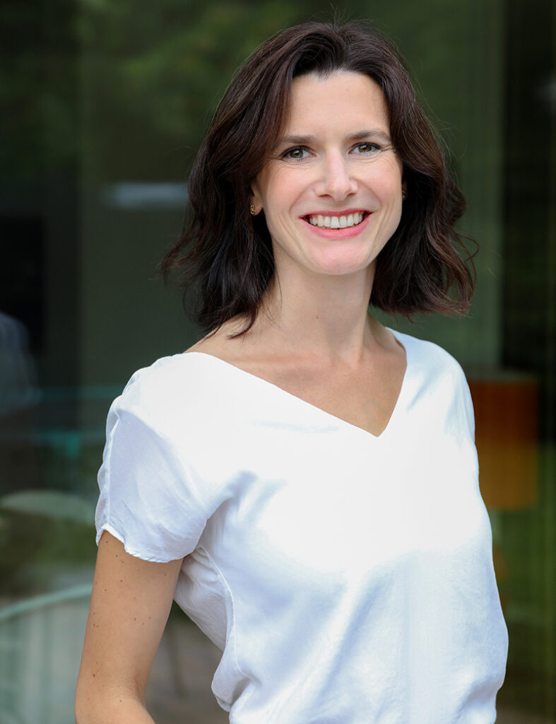 Sarah Kiefer Vita